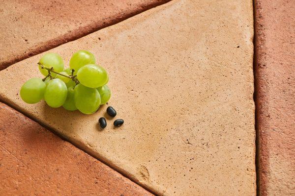 Baldosas de barro cocido, consigue eliminar el verdín en los suelos de barro