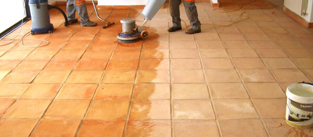 Cómo limpiar suelos de barro