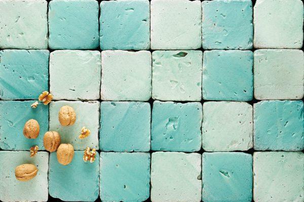 azulejos de colores en tonalidad aguamarina y formato cuadrado