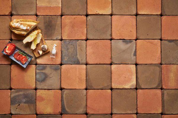 Composición de damero con baldosas cuadradas