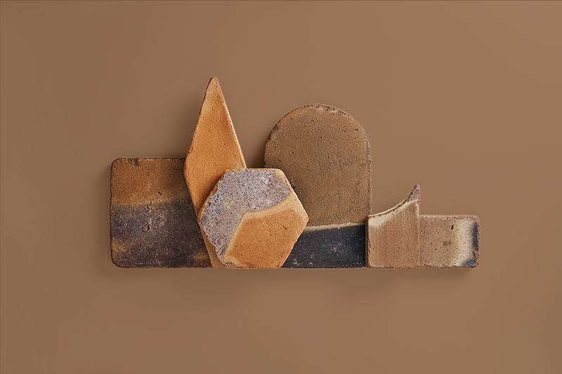 Piezas de barro artesanales en tonalidad pizarra