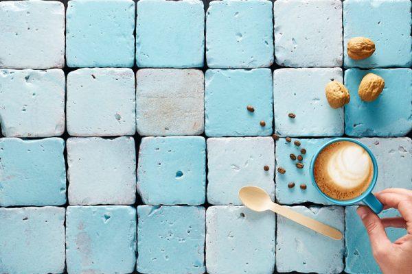 azulejos de barro en tonalidad aguamarina