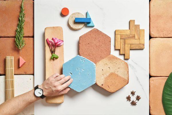 Diferentes formatos de piezas de barro, material perfecto para el diseño sostenible