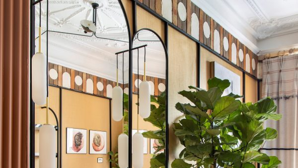 Proyecto de interiorismo con cenefa de barro cocido de Todobarro