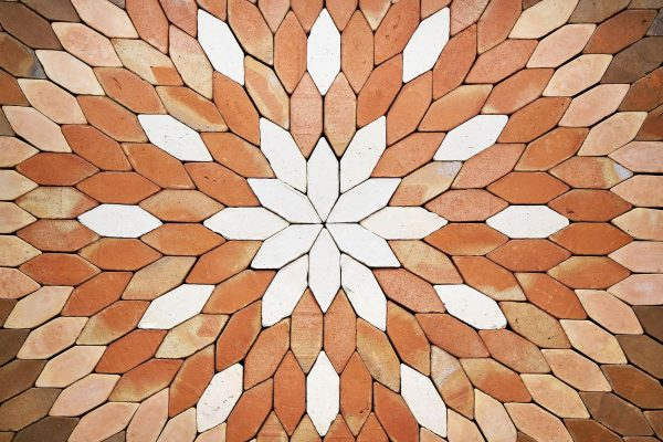 La geometría en el diseño de suelos de barro