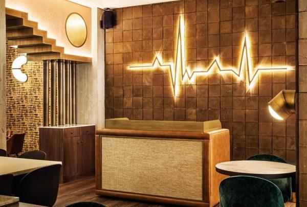 Fotografía del damero de barro que el estudio Madrid in Love ha elegido para el restaurante Ochenta Grados